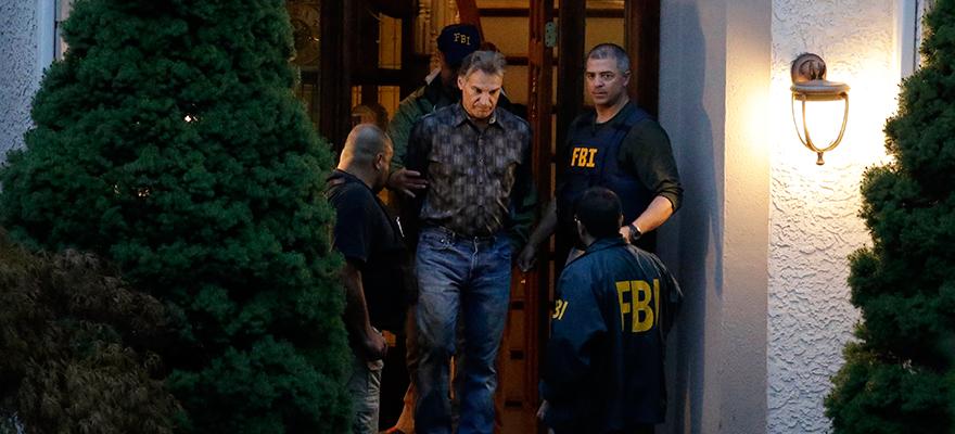 Сотрудники ФБР выводят арестованного Виталия Корчевского